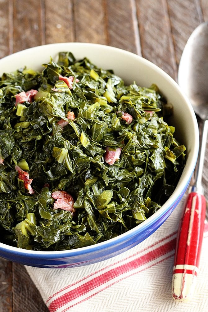 Southern Collard Greens - This classic Southern recipe for Collard Greens is easy and super tasty! #collards #collardgreens #southern #recipe