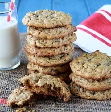 Peanut Butter Chocolate Chip Oatmeal Cookies {Gluten Free}