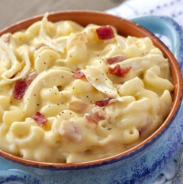 Mac and Cheese Soup with Chicken and Bacon