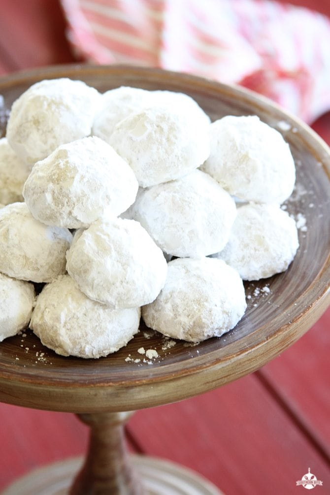 Pecan Snowballs are easy, delicious, and are the perfect holiday treat for family and friends!