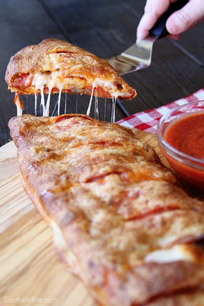 With only 5 ingredients, this Easy Stromboli will be ready in about 35 minutes!