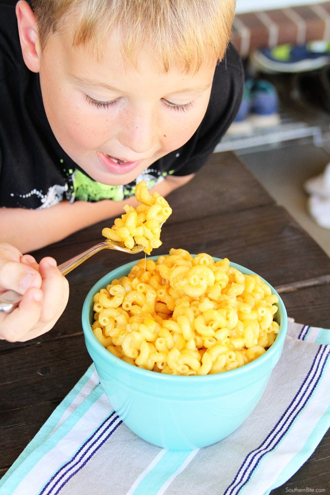 Seriously the easiest mac and cheese recipe ever! One-pot, no-drain, and only 5 ingredients!