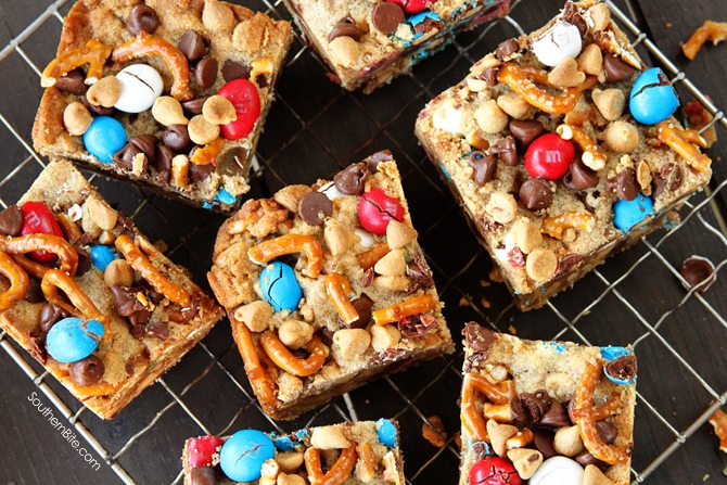 Sweet and Salty Monster Cookie Bars: All my favorite flavors (Peanut M&Ms, pretzels, peanut butter, and chocolate) combined in one super easy cookie bar recipe!