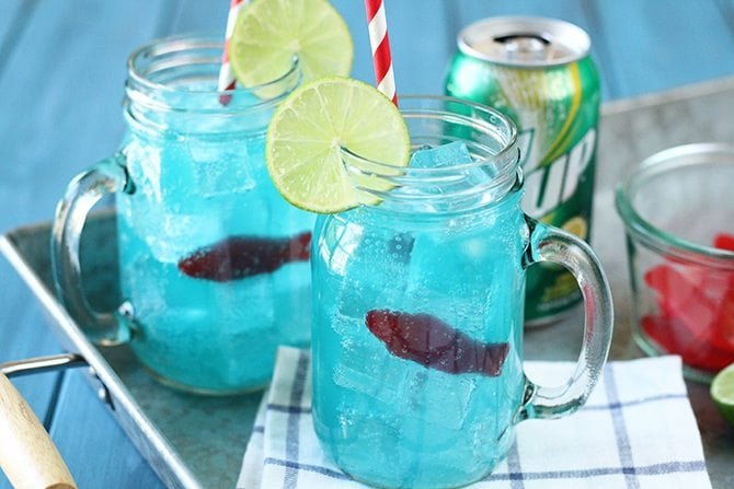 "This kid-friendly Ocean Water ""cocktail"" made with 7UP is the perfect thing to keep the kiddos cool this summer! It's pretty cool looking, too! #ad"