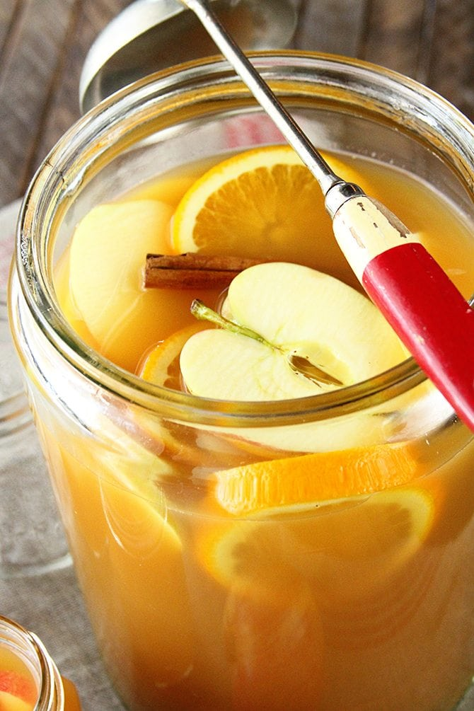 The delicious flavors of fall combine in this epic Autumn Sweet Tea Punch recipe! Sweet tea, apple cider, orange and pineapple juice, and cinnamon all make an appearance in this festive beverage.