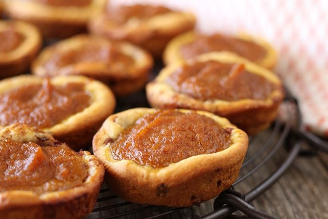 These delicious and easy pumpkin pie bites have a crunch crust made from canned cinnamon rolls!