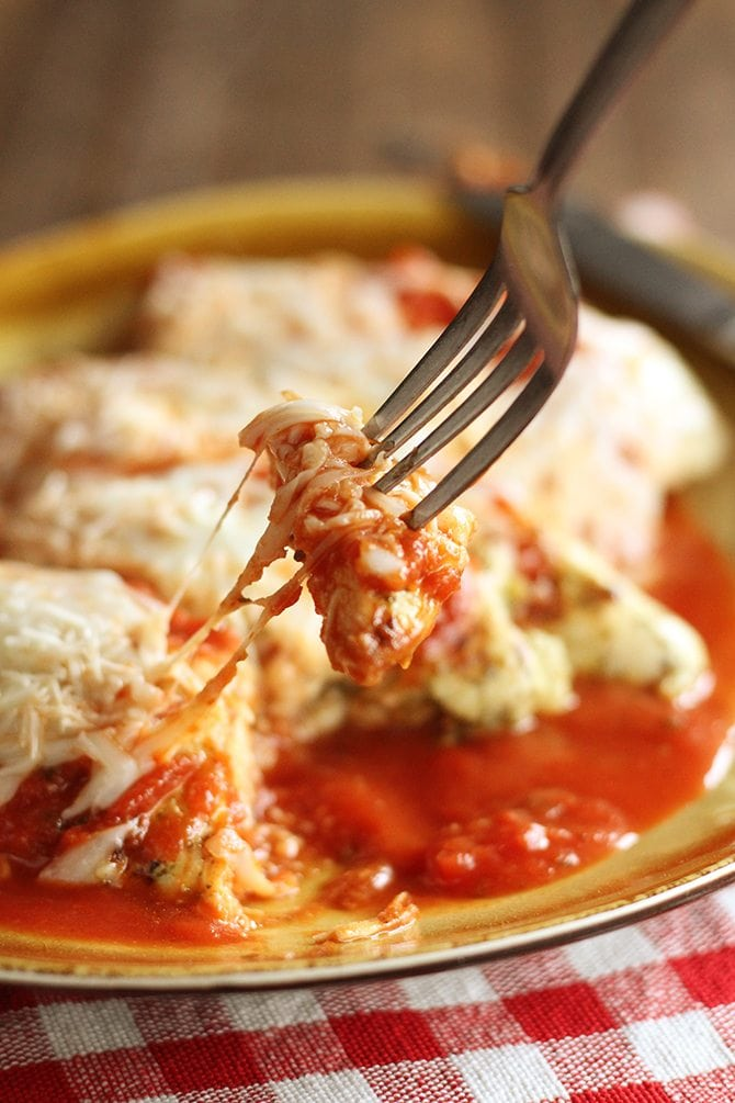 Six simple ingredients are all you need to make this jazzed up, lightened up Grilled Chicken Parmesan!