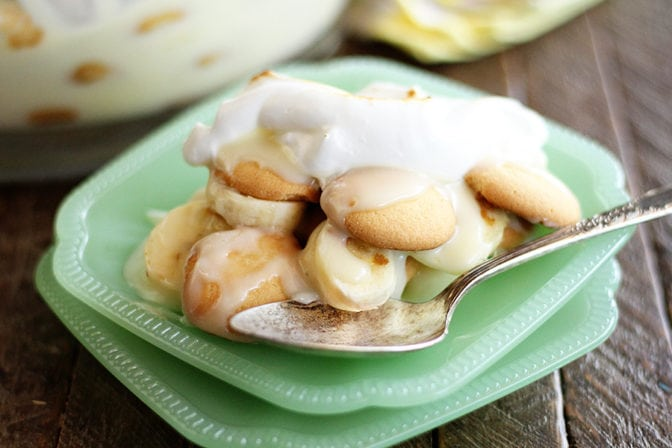 This classic recipe for Old Fashioned Banana Pudding is a family favorite. Bananas, vanilla wafers, and homemade custard make this a true Southern favorite! #banana #pudding #recipe #easy #southern