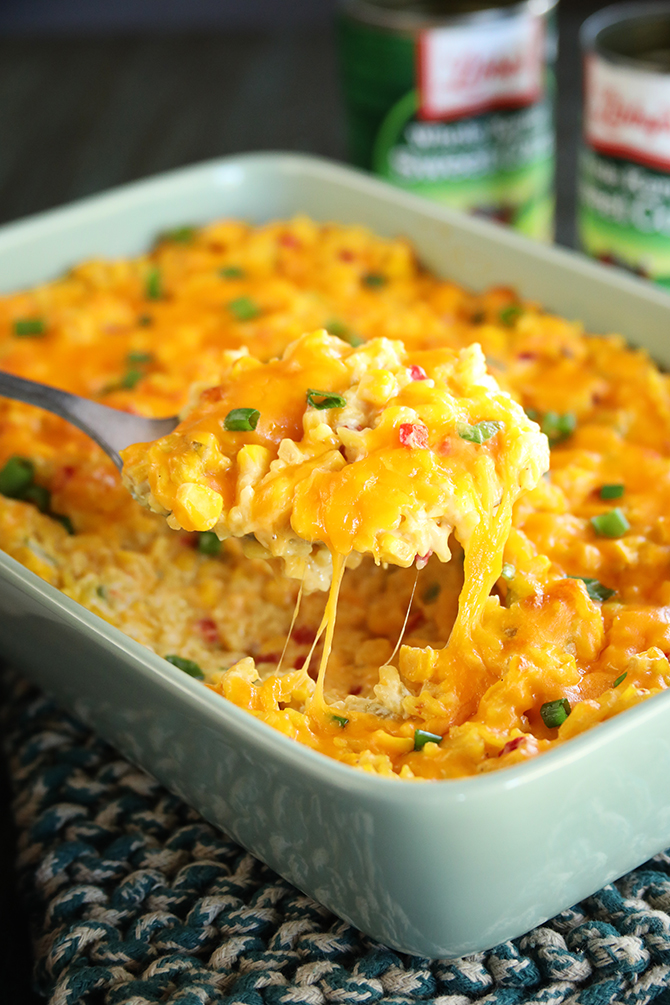 Looking for a super easy side to complement your Thanksgiving menu? This Ultimate Cheesy Corn and Rice Casserole is just that! @LibbysTable Whole Kernel Sweet Corn makes it easy, affordable, and perfect for any occasion! #sponsored #cheesy #corn #casserole #thanksgiving #recipe