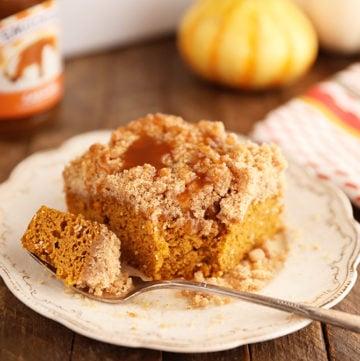 Easy Caramel Pumpkin Crumb Cake